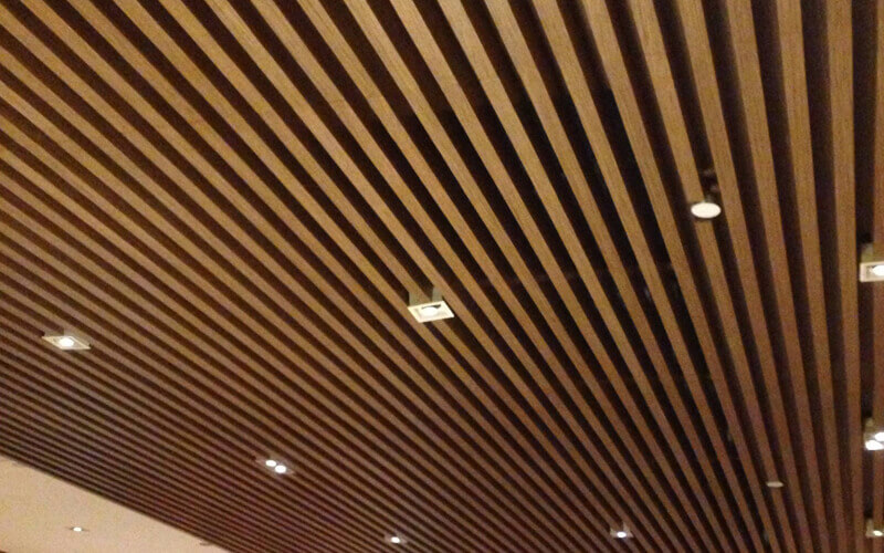 What is the method for installing the aluminum grid ceiling